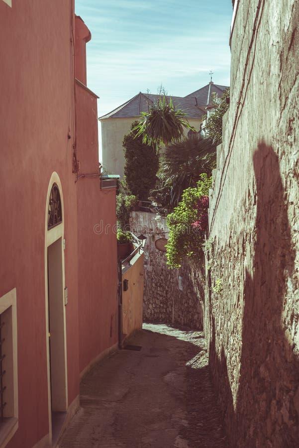 Vicoli stretti, vecchia città antica storica in Italia, dettagli architettonici, immagine tonificata, filtro d'annata, tonalità s immagine stock libera da diritti