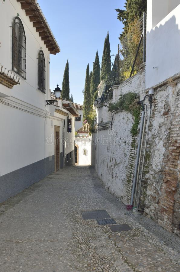 Vicolo andaluso a Granada fotografie stock libere da diritti