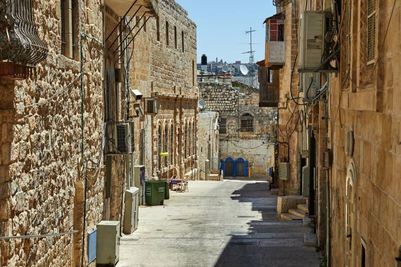 Vicolo antico nel quarto ebreo, Gerusalemme l'israele Foto nel vecchio colore immagine stock