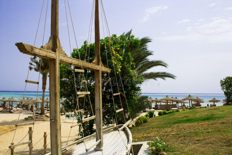 Vicolo dalle palme agli hotel nell'Egitto, Africa fotografia stock