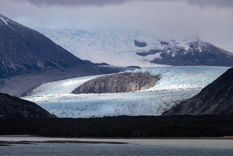 Vicolo del ghiacciaio - il Manica del cane da lepre - Patagonia Argentina di Ushuaia fotografie stock libere da diritti