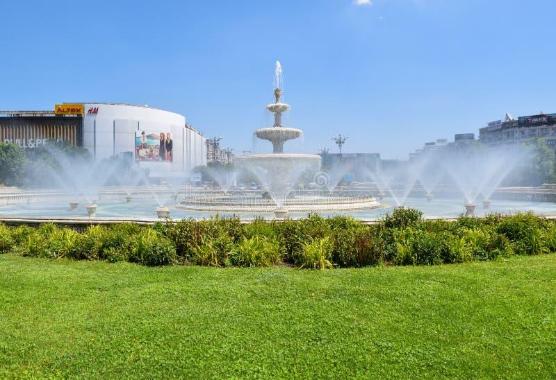 Vicolo delle fontane a Bucarest, Romania immagini stock