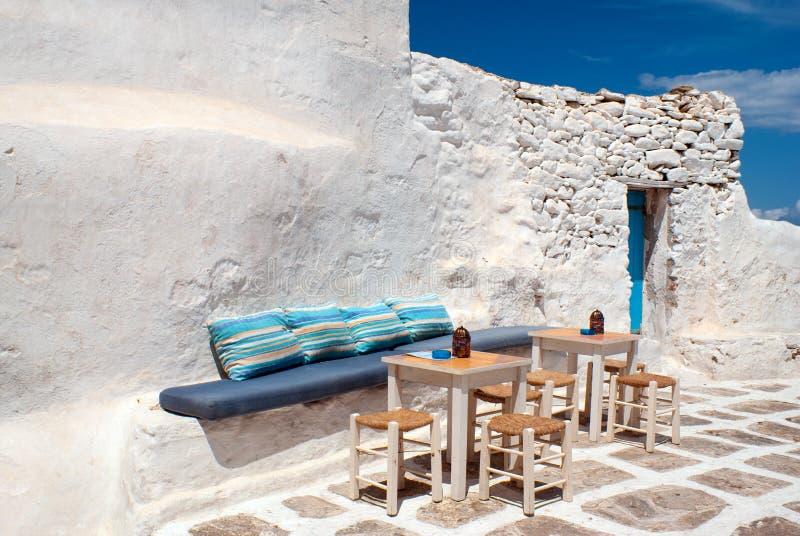 Vicolo greco tradizionale sull'isola di Mykonos fotografia stock