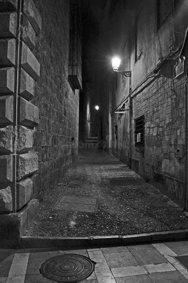 Vicolo scuro Granada, spagna immagini stock