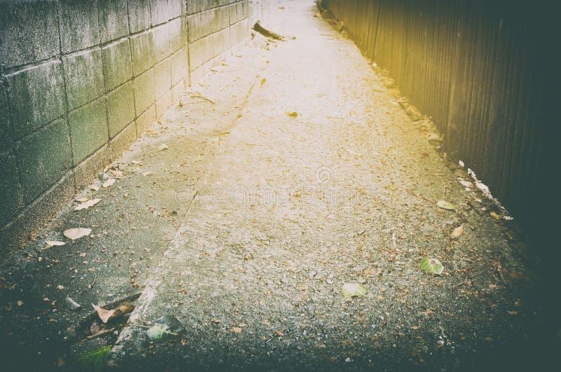 Vicolo urbano con la perdita leggera nello stile d'annata fotografia stock libera da diritti