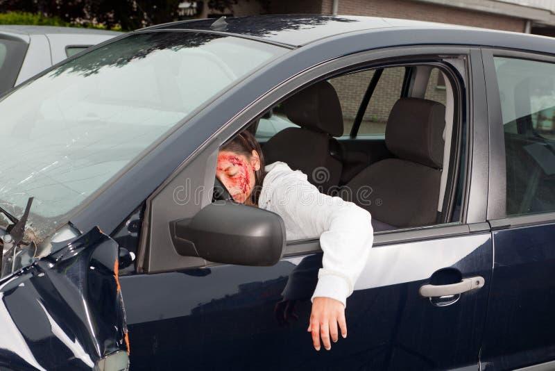 Victime de purge dans le crash de véhicule photographie stock