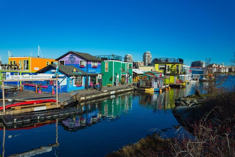 VICTORIA BC KANADA AM 12. FEBRUAR 2019: Victoria Inner Harbour, Fischer Wharf ist ein versteckter Schatzbereich Mit bunten sich h stockbild