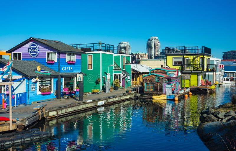 VICTORIA BC KANADA AM 12. FEBRUAR 2019: Victoria Inner Harbour, Fischer Wharf ist ein versteckter Schatzbereich Mit bunten sich h lizenzfreies stockbild