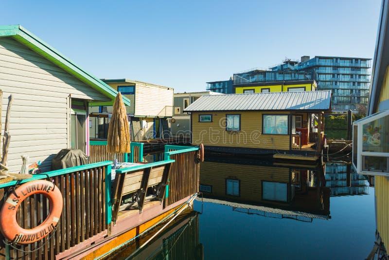 VICTORIA BC KANADA AM 12. FEBRUAR 2019: Victoria Inner Harbour, Fischer Wharf ist ein versteckter Schatzbereich Mit bunten sich h lizenzfreie stockfotografie