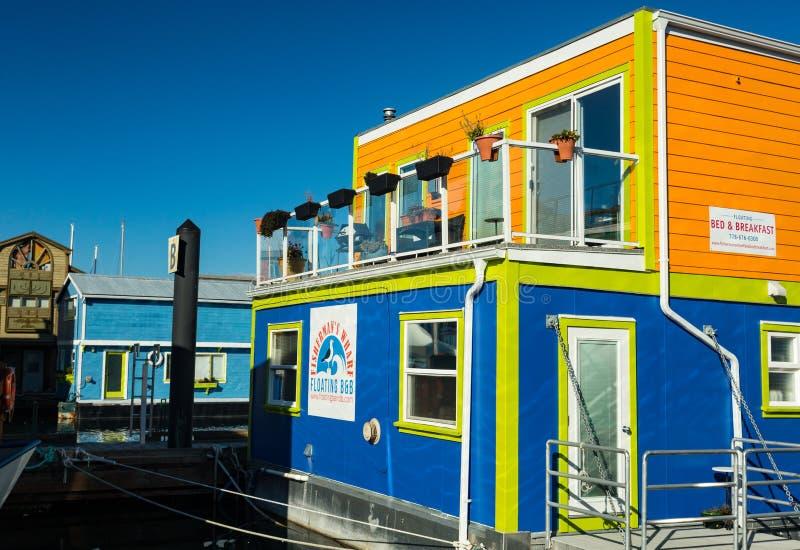 VICTORIA BC KANADA AM 12. FEBRUAR 2019: Victoria Inner Harbour, Fischer Wharf ist ein versteckter Schatzbereich Mit bunten sich h lizenzfreie stockfotos