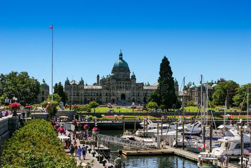 Victoria, BC/Kanada 26. Juli 2006: Ansicht von Victoria Inner Harbour und von Parlament stockbild