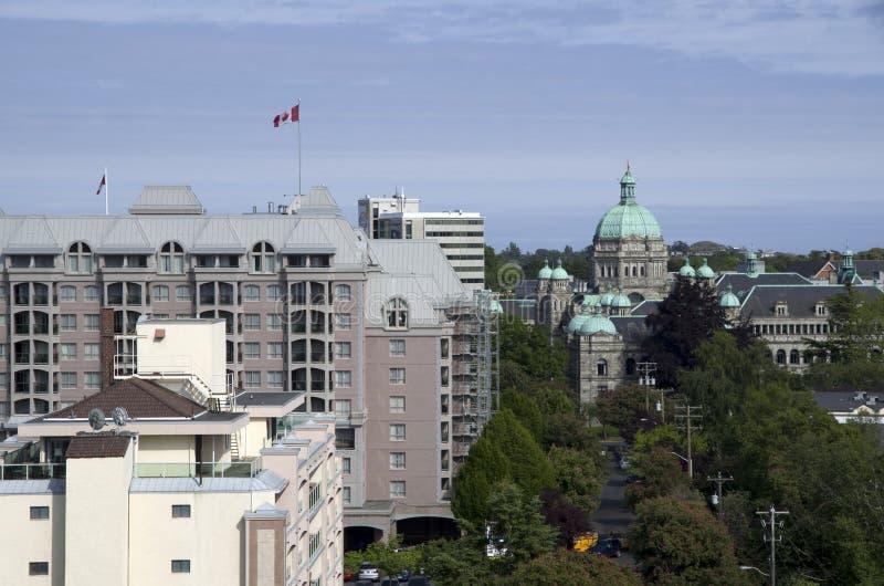 Victoria BC met Britse Parlementsgebouwen in het midden stock fotografie