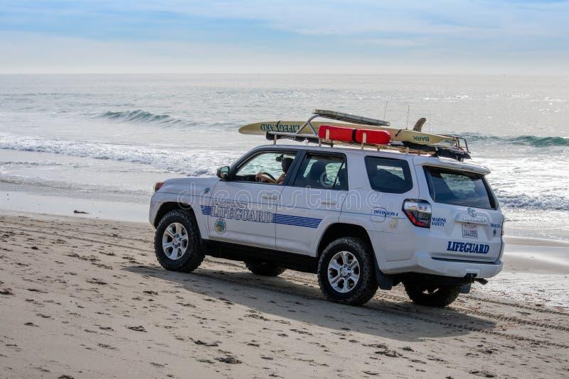 Victoria Beach, California/USA - 20 Januari 2019 - Badmeestervoertuig die Victoria Beach patroling stock foto's