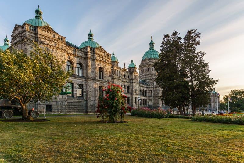 VICTORIA, CANADA - JULI 13, 2019: Parlementsgebouw in het historische stadscentrum van Victoria en reisbestemming stock foto's