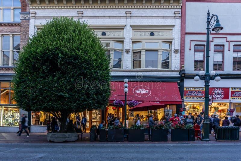 VICTORIA, CANADA - JULI 13, 2019: straatmening in het historische stadscentrum van Victoria en reisbestemming stock afbeelding