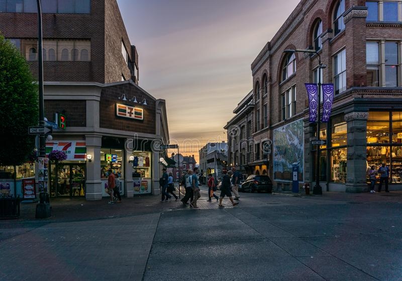 VICTORIA, CANADA - JULI 13, 2019: straatmening in het historische stadscentrum van Victoria en reisbestemming royalty-vrije stock foto