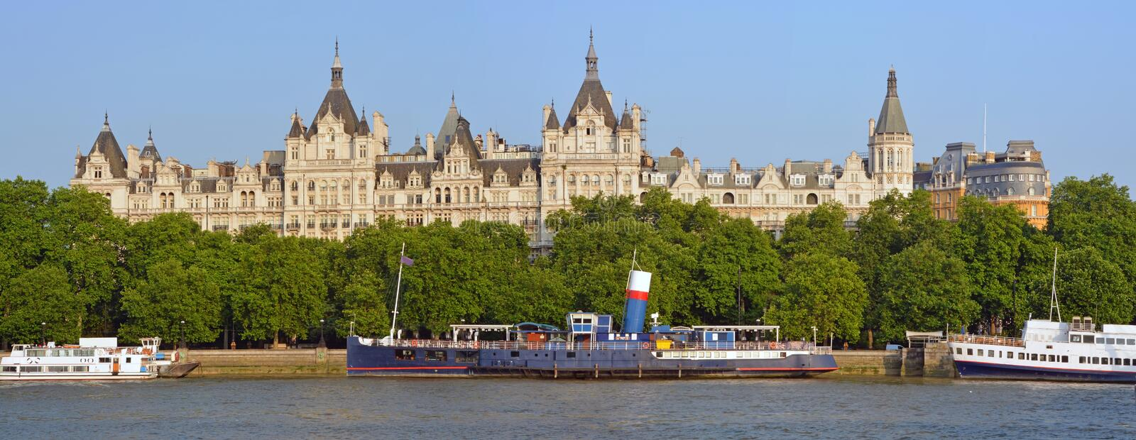 Victoria Embankment Early Morning Panorama mit Wh stockfotografie