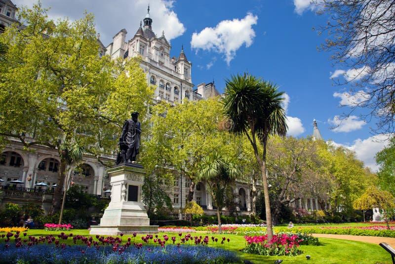 Victoria Embankment Gardens em Londres, o Reino Unido imagens de stock