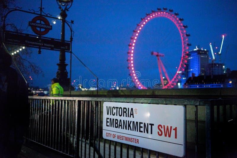 Victoria Embankment och London öga, Westminster, London, England arkivbild