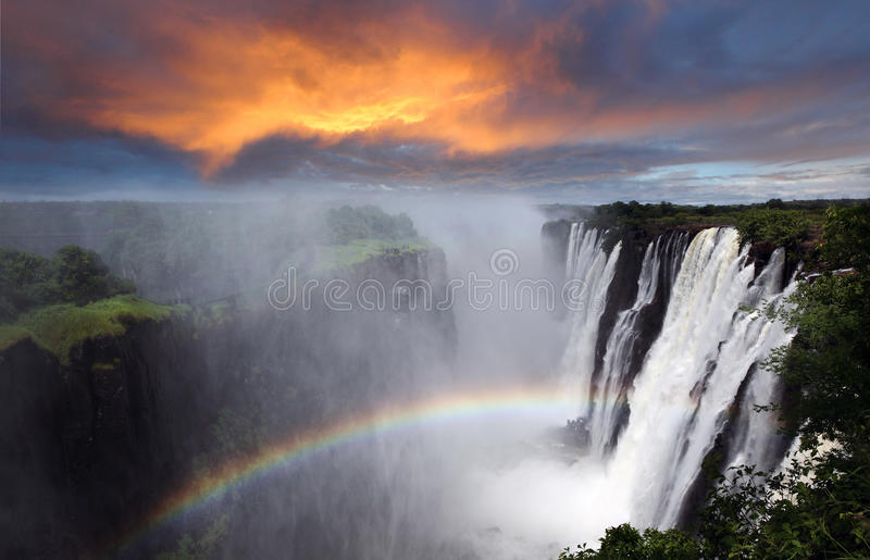 Victoria Falls, arco iris, Zambia imagenes de archivo