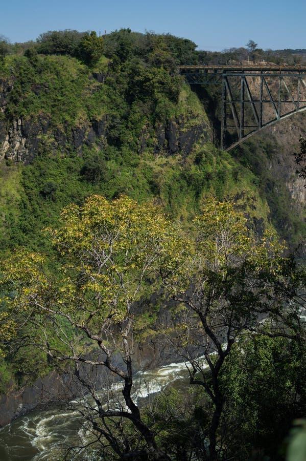 Victoria Falls Bridge entre Zambia y Zimbabwe vistos de imagen de archivo libre de regalías