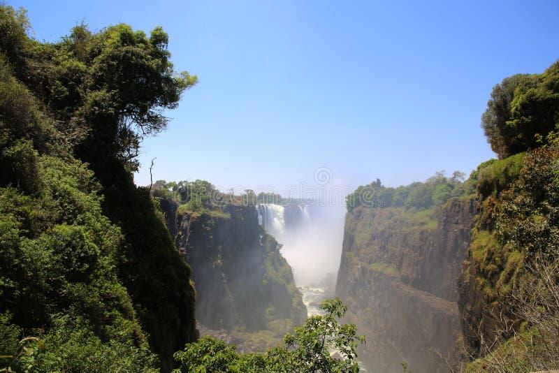 Victoria Falls fullvuxen sikt från den Zimbabwe sidan arkivbild