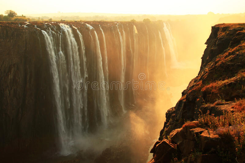 Victoria Falls - il fiume Zambezi fotografia stock libera da diritti