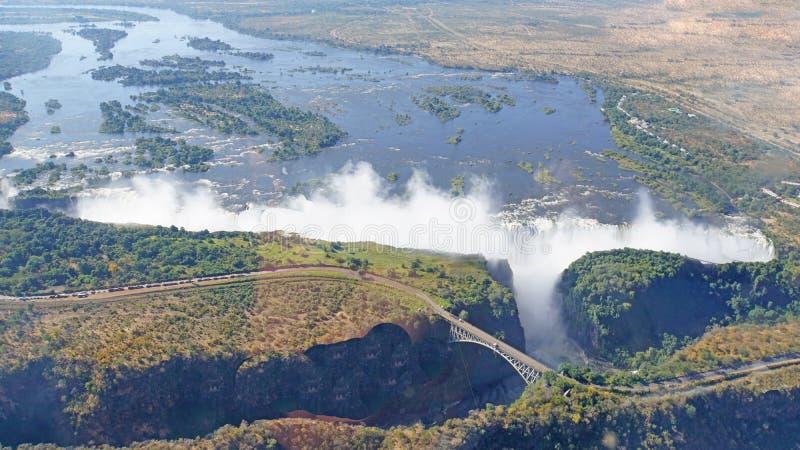Victoria Falls och Zambesi flod från luften arkivbilder