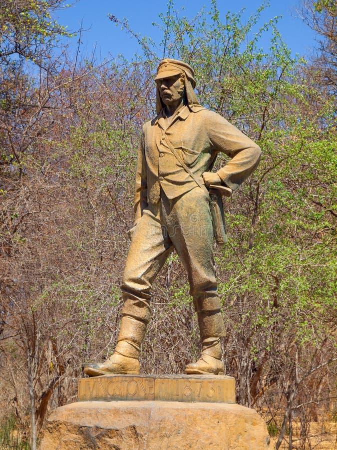 VICTORIA FALLS ZIMBABWE - OKTOBER 4, 2013: Staty av David Livingstone i Victoria Falls National Park, Zimbabwe fotografering för bildbyråer