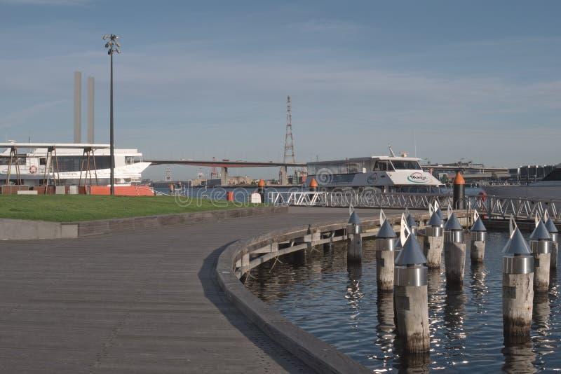 Victoria Harbor y 'promenade' imagen de archivo libre de regalías