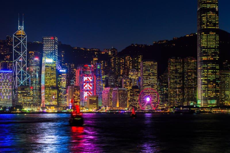 Victoria Harbour bij cityscape van nachthong kong skyscraper, Tsim S stock afbeeldingen