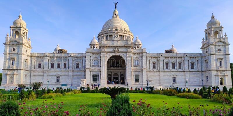 Victoria Memorial är den mest iconic monumentet i Kolkata, Indien Det var att bygga av konungen George V som ett minne för drottn royaltyfri fotografi