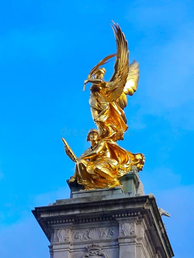 Victoria Memorial delante del Buckingham Palace - Reino Unido, Londres foto de archivo libre de regalías
