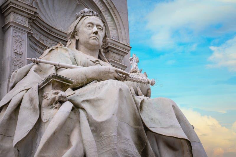 Victoria Memorial, el camino de la alameda delante del Buckingham Palace imagenes de archivo