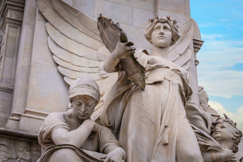 Victoria Memorial, el camino de la alameda delante del Buckingham Palace fotografía de archivo libre de regalías