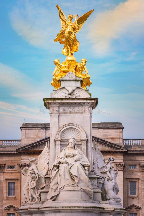 Victoria Memorial en el camino de la alameda delante del Buckingham Palace imágenes de archivo libres de regalías