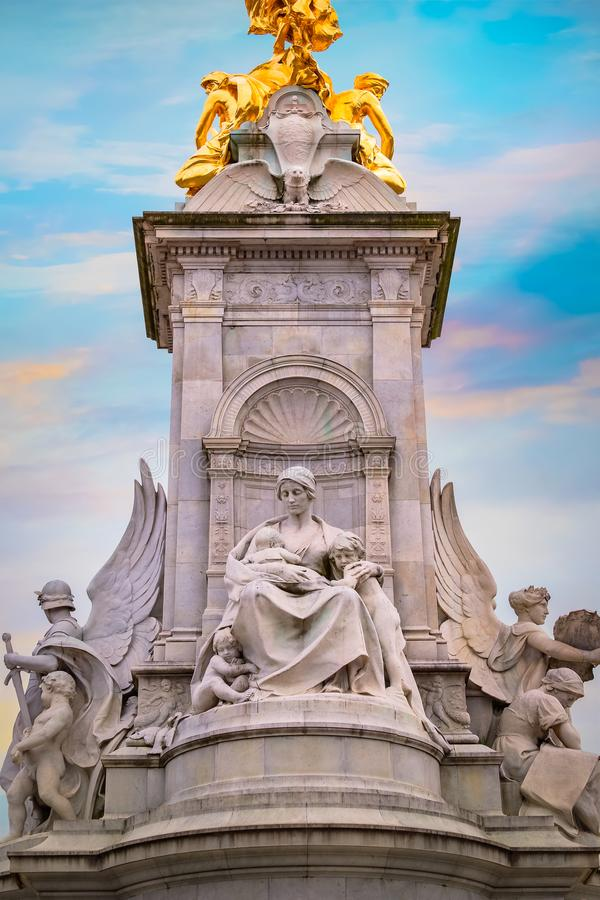 Victoria Memorial en el camino de la alameda delante del Buckingham Palace fotografía de archivo