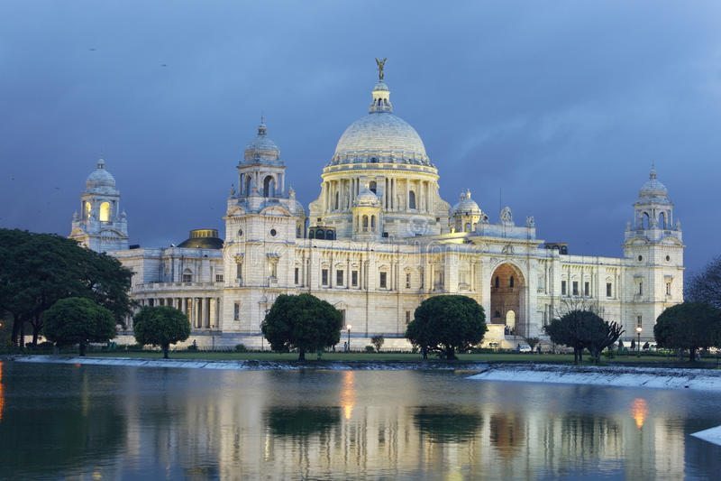 Victoria Memorial i den regniga säsongen, Kolkata, (Calcutta) Indien royaltyfri fotografi