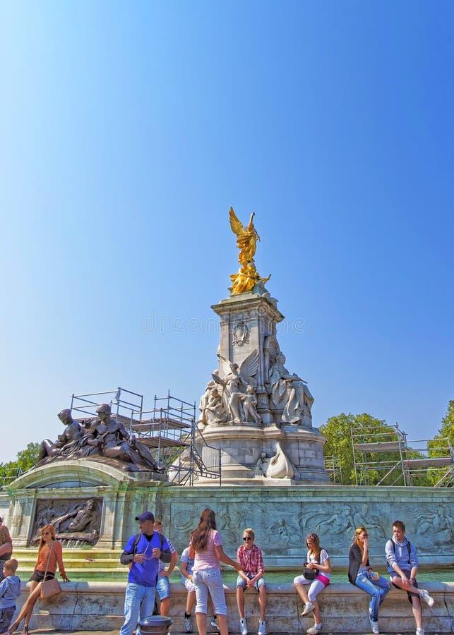 Victoria Memorial i London i England arkivbilder