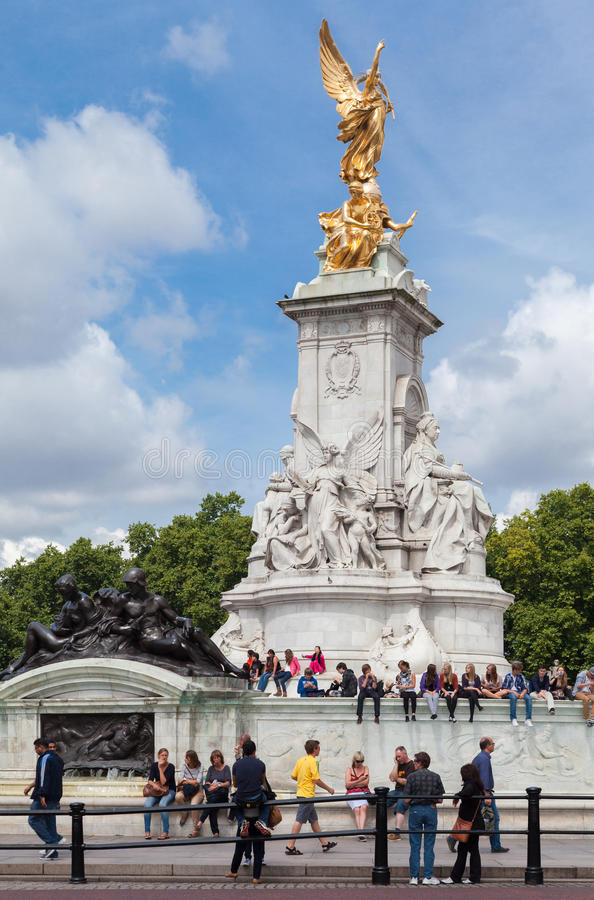 Download Victoria Memorial London editorial photography. Image of england - 27354447