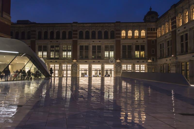 Victoria och Albert Museum från utställningvägen, södra Kensington, London, England, UK arkivbilder