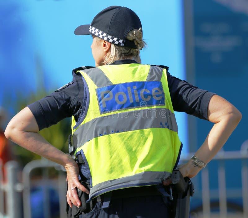 Victoria Police Constable que fornece a segurança no parque olímpico em Melbourne foto de stock