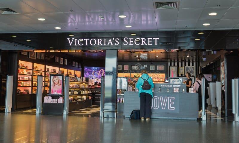 Victoria's Secret shoppar p? Boryspil den internationella flygplatsen, Ukraina arkivbild