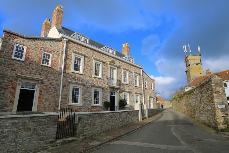 Victoriaans huis en toren in oorlogstijd stock fotografie