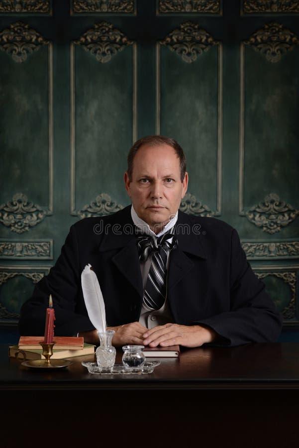 Victoriaanse beambte bij bureau royalty-vrije stock fotografie