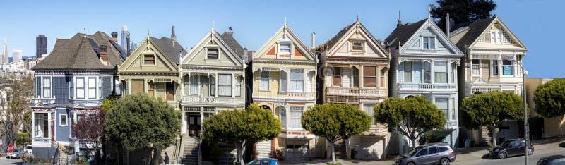 Victoriaanse huizen bij de hoogten van San Francisco stock afbeelding