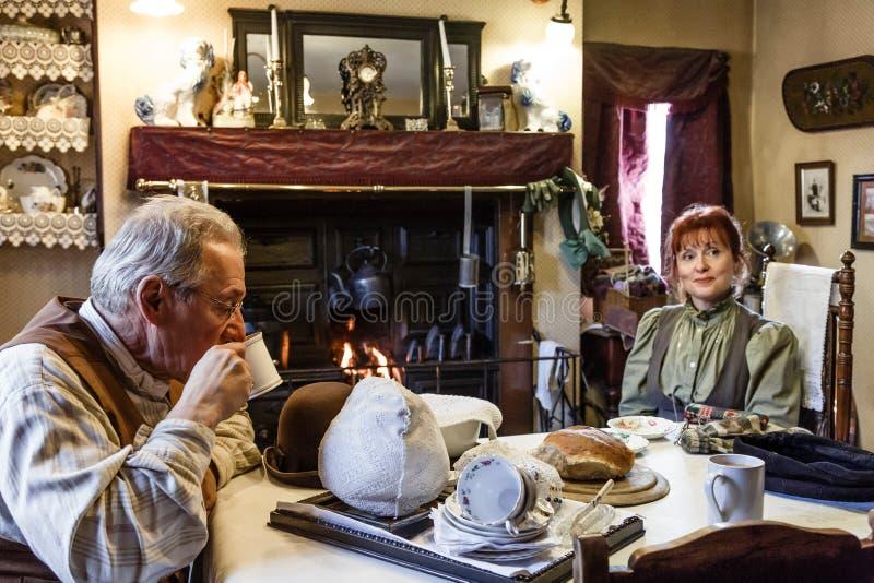Victoriaanse mensen thuis royalty-vrije stock foto's