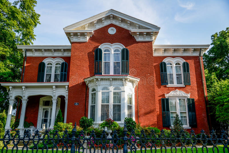 Victorian Brick Bed and Breakfast Home. The Victorianne Bed & Breakfast Inn in historic Lexington, Missouri, Queen Anne architecture with beautiful landscaping stock images