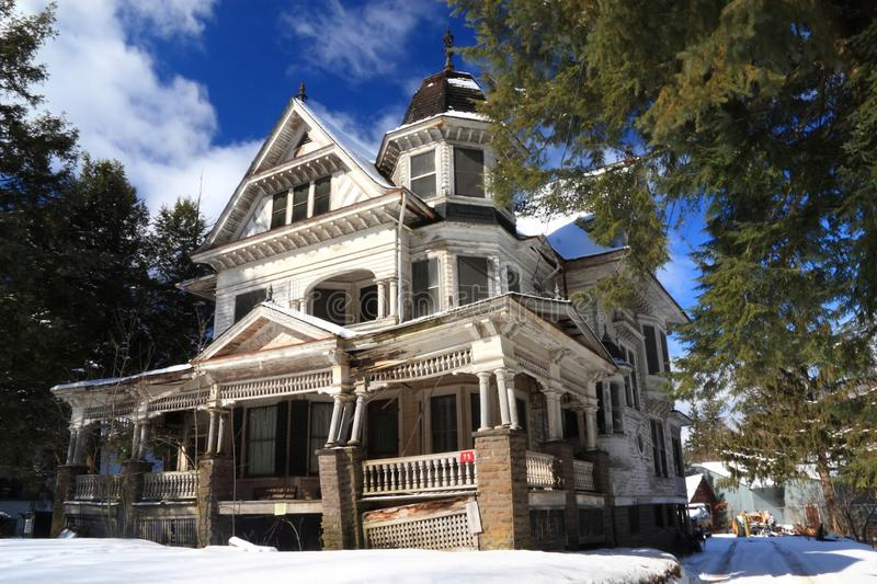 Victorian Fixer-Upper in Snow. A once gorgeous but now condemned Victorian style house in the snowy Catskills Mountains in Flesichmanns, New York stock photo