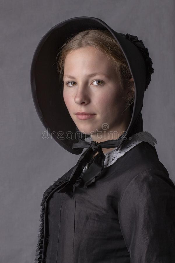 Free Victorian Woman In A Black Bodice And Bonnet Stock Photo - 151672640